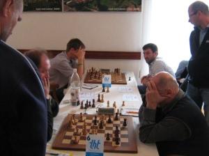 Někomu pomůže vzít rozum do hrsti (Jansa vpravo), někomu ne :-) (Szotkowski vlevo vzadu)